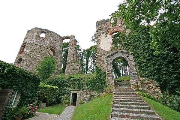 Schloss/Ruine Karlsbach