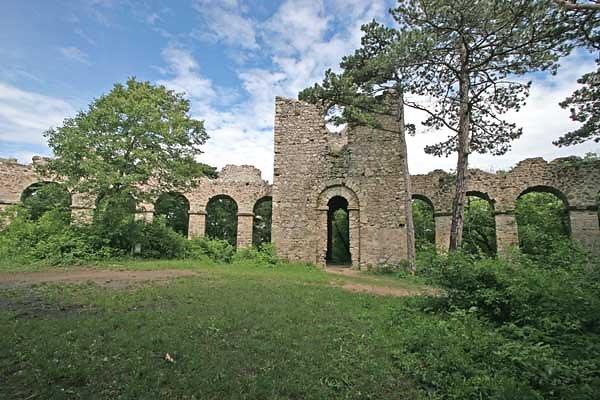 Künstliche Ruine - Amphitheater in Maria Enzersdorf