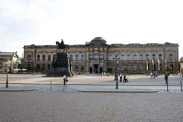 Dresdner-Zwinger-1.jpg