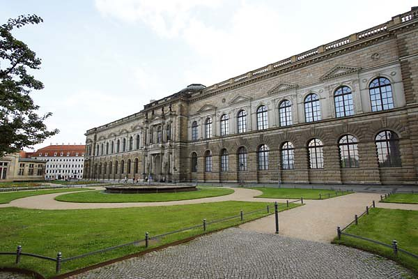 Dresdner-Zwinger-2.jpg