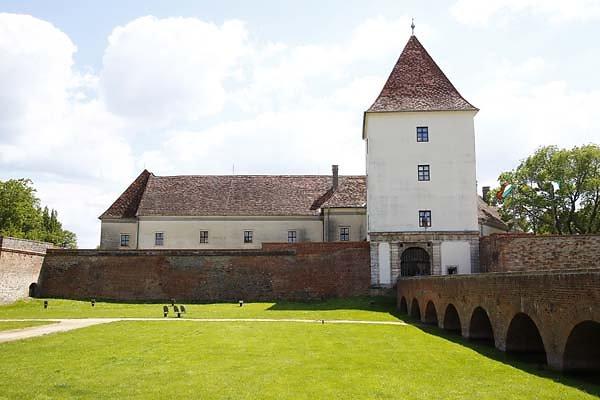 Schloss-Nadasdy-2.jpg