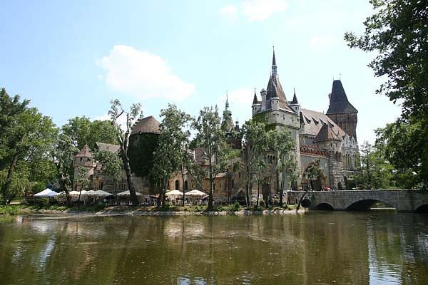 Schloss-Vajdahunyad-1.jpg