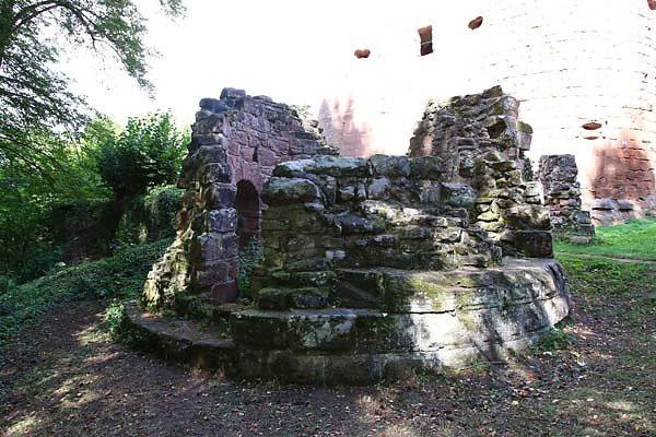 Burgruine-Neu-Dahn-5.jpg