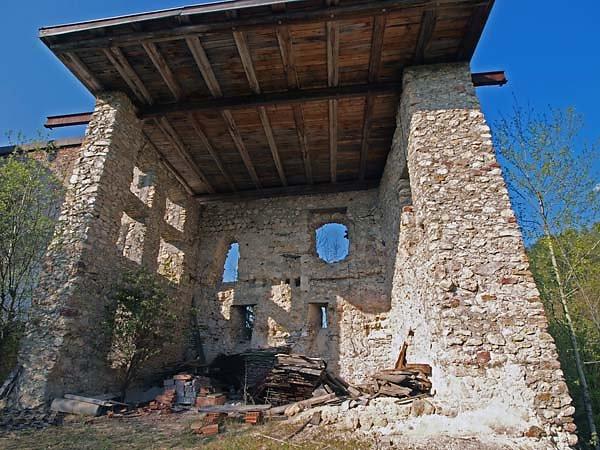 Burguine-Weissenegg-6.jpg