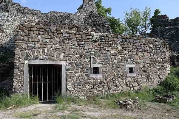 Burgruine-Tatika-2.jpg