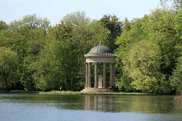 Schloss-Nymphenburg-Schlosspark-16.jpg