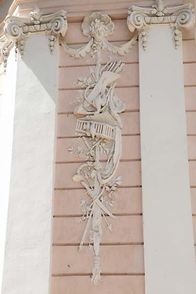 Schloss-Nymphenburg-Amalienburg-5.jpg