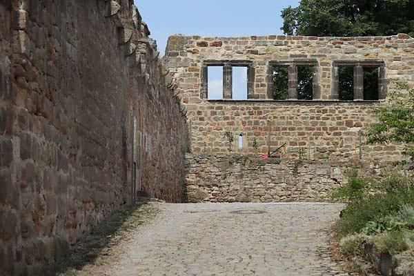 Burg-Schoenburg-6.jpg