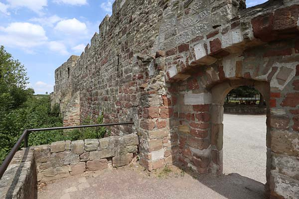 Burg-Schoenburg-12.jpg