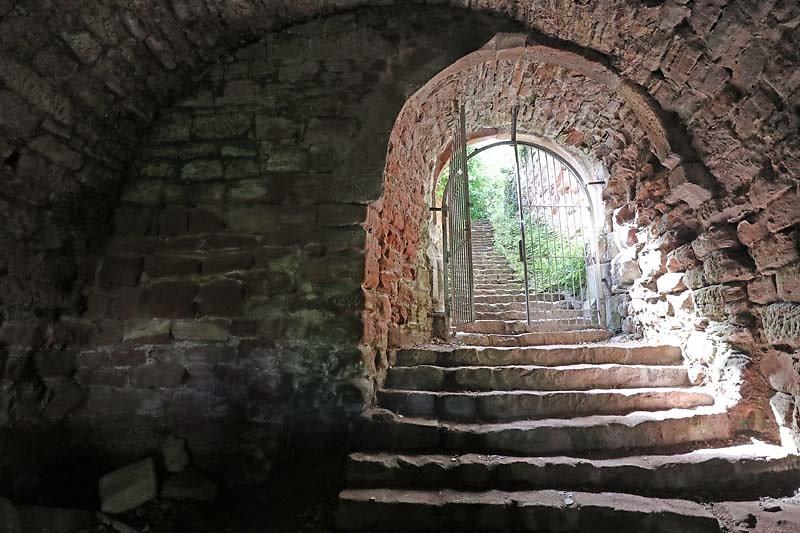 Burgruine-Drachenfels-11.jpg