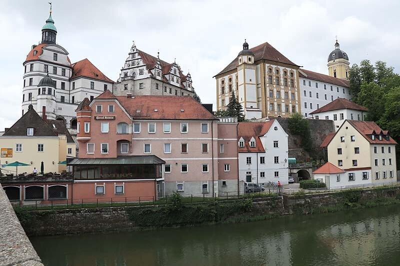 Schloss-Neuburg-1.jpg