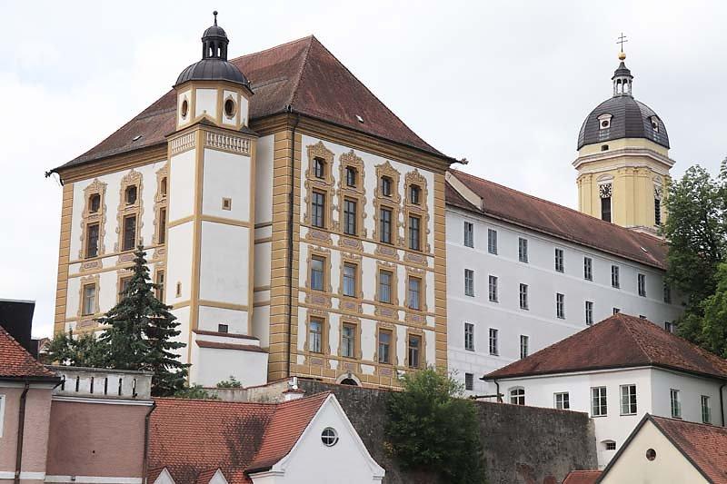 Schloss-Neuburg-2.jpg