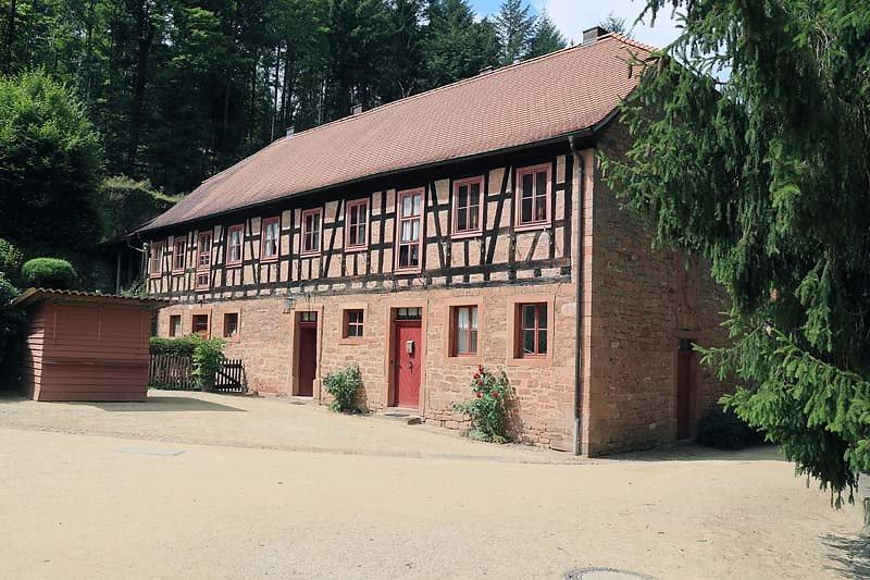 Schloss-Mespelbrunn-6.jpg