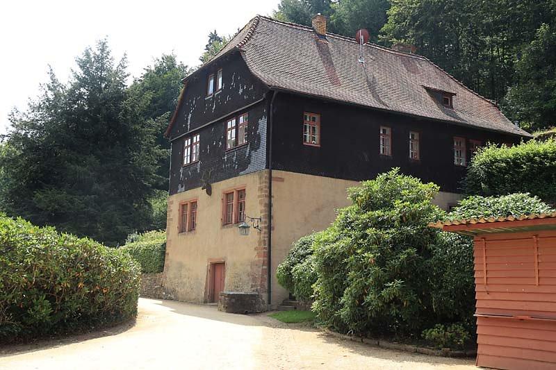 Schloss-Mespelbrunn-8.jpg