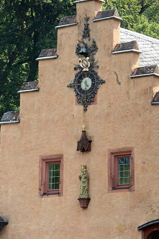 Schloss-Mespelbrunn-10.jpg