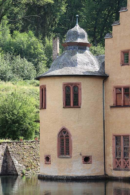 Schloss-Mespelbrunn-11.jpg