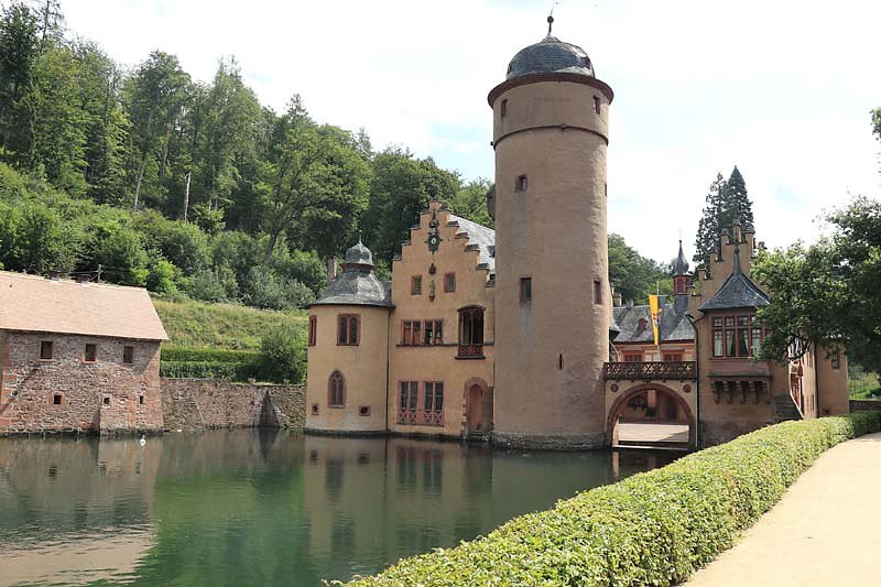 Schloss-Mespelbrunn-14.jpg