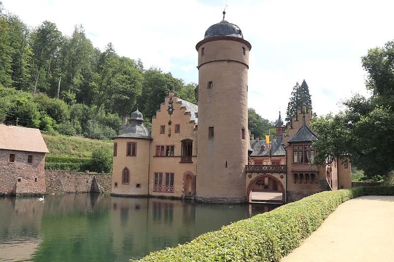 Schloss-Mespelbrunn-15.jpg