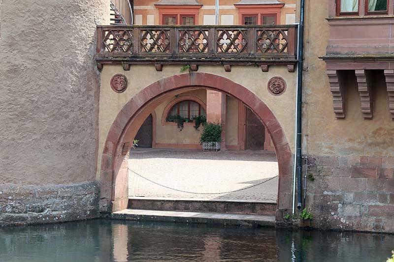 Schloss-Mespelbrunn-18.jpg