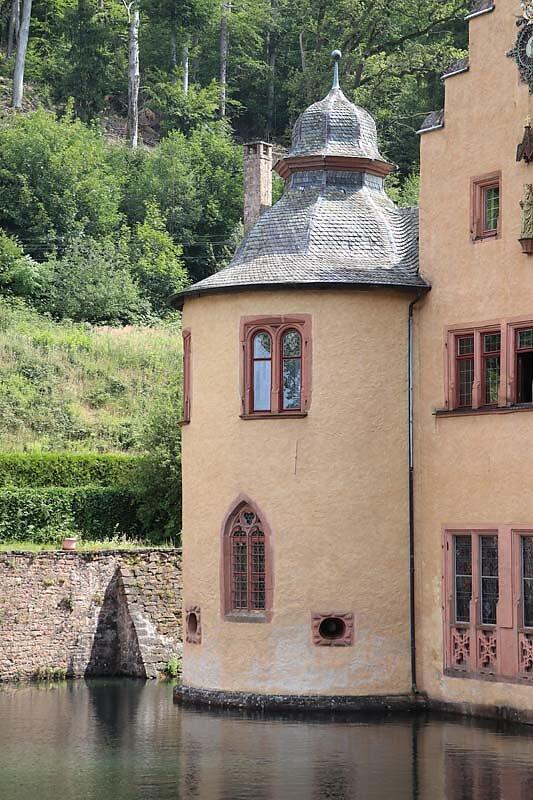 Schloss-Mespelbrunn-22.jpg