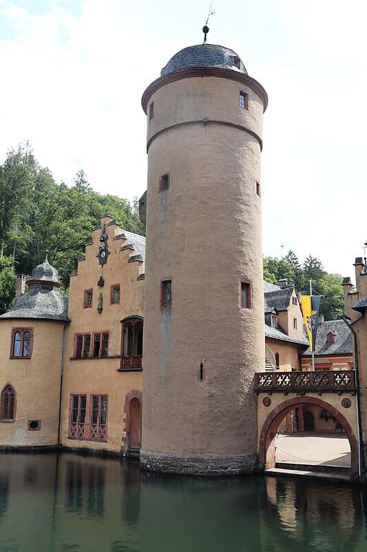 Schloss-Mespelbrunn-24.jpg