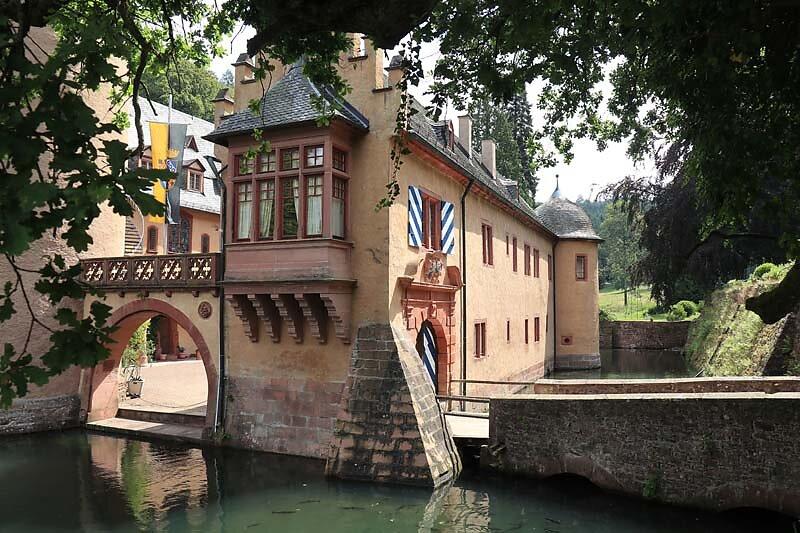 Schloss-Mespelbrunn-25.jpg