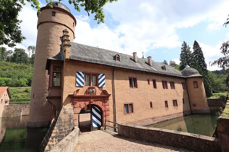 Schloss-Mespelbrunn-33.jpg
