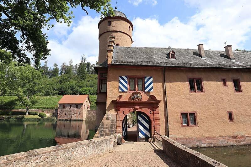 Schloss-Mespelbrunn-35.jpg