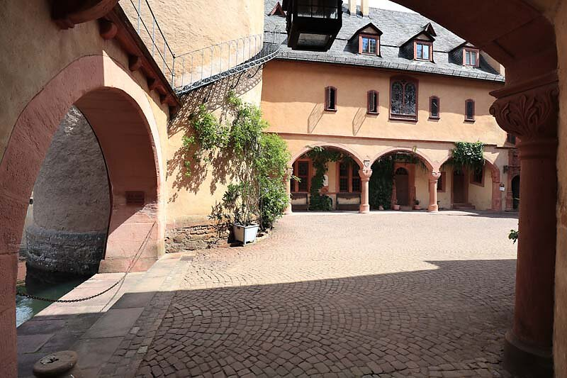 Schloss-Mespelbrunn-38.jpg