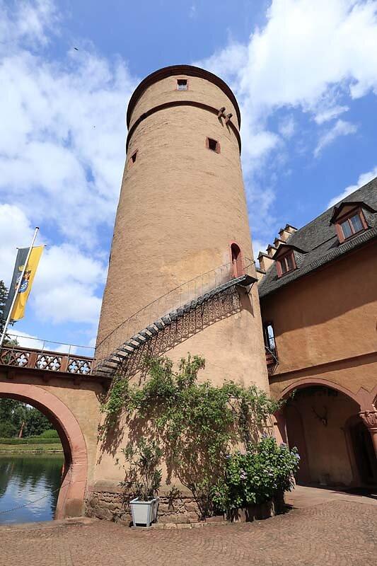 Schloss-Mespelbrunn-41.jpg