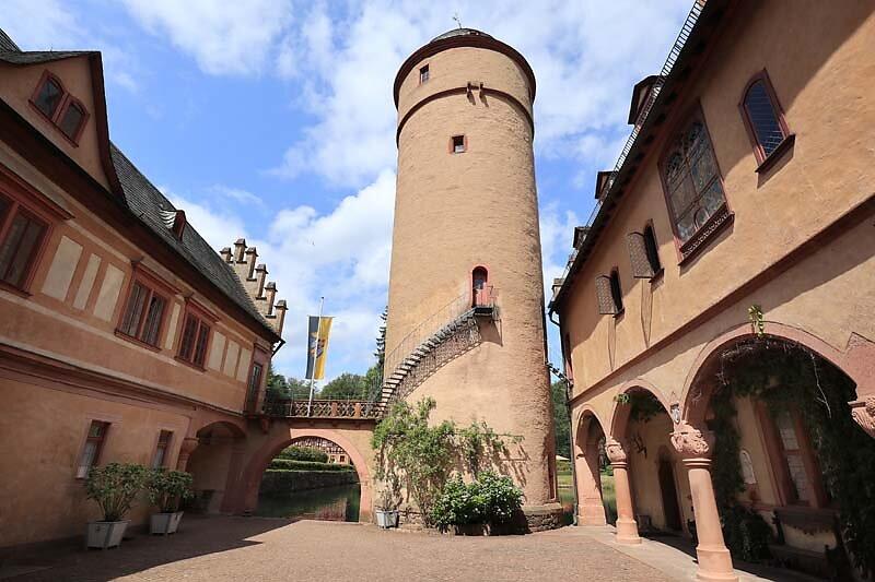 Schloss-Mespelbrunn-42.jpg