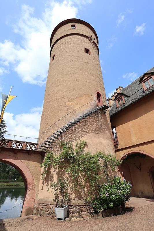 Schloss-Mespelbrunn-124.jpg