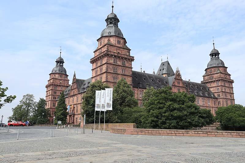 Schloss-Johannisburg-1.jpg