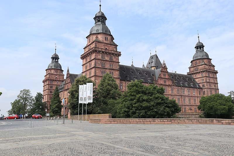 Schloss-Johannisburg-2.jpg