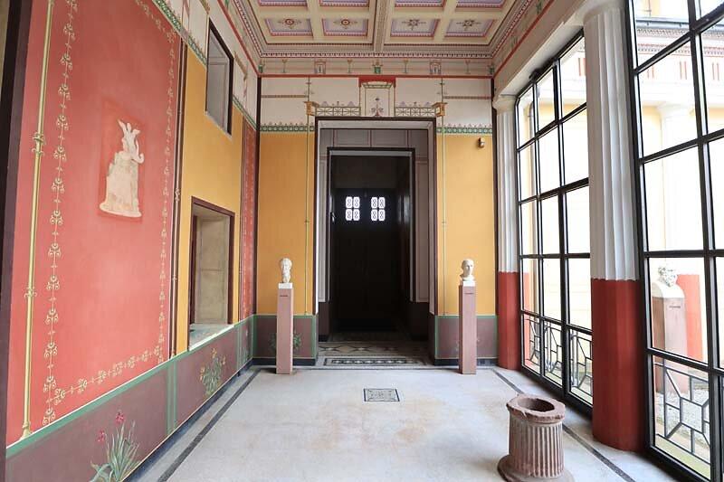 Schloss-Johannisburg-250.jpg